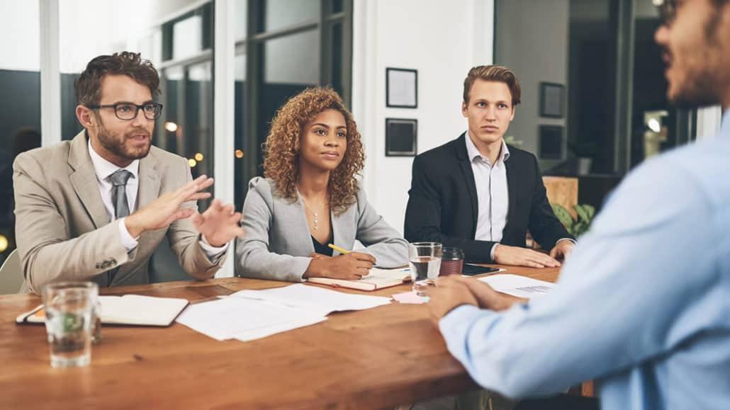 Đảm bảo cuộc phỏng vấn diễn ra công bằng và khách quan