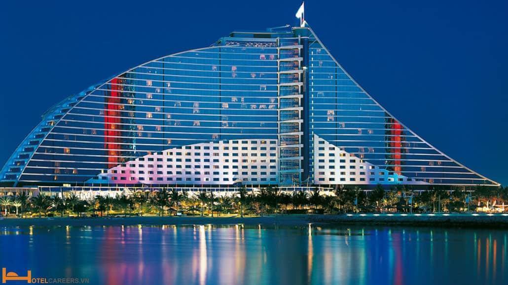Quản lý khách sạn lớn